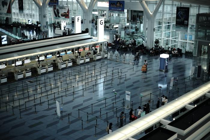 海外への玄関口となる国際線ターミナル。海外からの観光客を迎える場として、日本の伝統文化を積極的に発信しています。