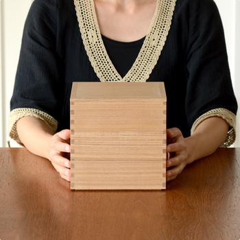 「松屋漆器店」のハシュケ別注の白木塗タモの重箱。三段あるから、使い方がいろいろ広がりそうです。