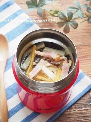こちらは、肌寒い日に嬉しいショウガ入りのコンソメスープです。タケノコをスープでやわらかく食べたいときにもおすすめ♪ベーコンも入った洋風レシピなので、パンのお弁当にも合わせやすいでしょう。