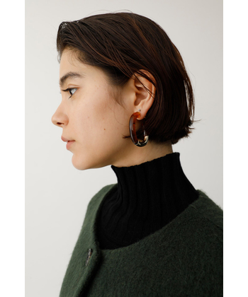 大ぶりのピアスやイヤリングは、インパクトが大きいため、スッキリとしたショートヘアの方によく似合うアクセサリーです。ちょっぴり大胆なデザインを選んで、印象的な表情を作りましょう。