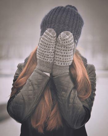冬は寒くて困る事もありますが、この季節ならではのアイテムでおしゃれを楽しめる嬉しさもあります。厚手のコートやニットをはじめ、マフラーや手袋、ブーツなど、あったかコーデが楽しめるのは冬ならでは。