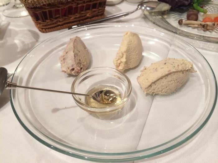 お酒との相性もバッチリの「SOYチーズ盛り合わせ」。チーズを使っていないのに、濃厚でまろやかな味わいです。これだけで味わってもいいですし、ベーグルにつけて食べるのもいいですね。