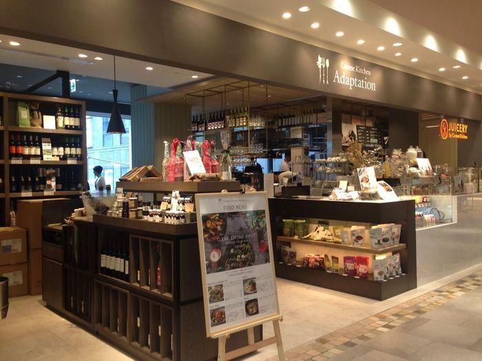 アトレ恵比寿の2Fにある「Cosme Kitchen Adaptation 」。Cosme Kitchen プロデュースのレストランです。できる限り自然な状態で味わうことを大切にした『Clean Eating』の考えをコンセプトに取り入れています。