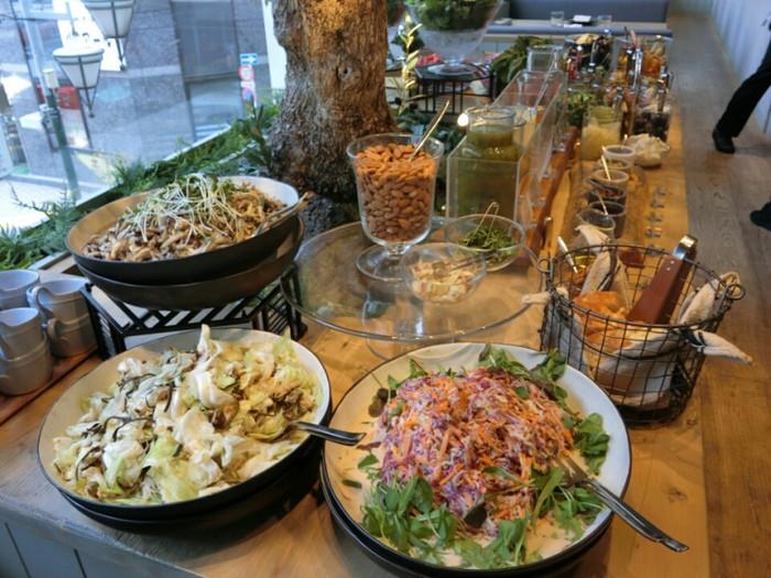 お店で人気のCLEANEATINGBUFFET(クリーンイーティングビュッフェ)は、いろどりも豊かで栄養バランスも優れています。フォトジェニックな見た目と、ボリュームたっぷりの量感は食べ応えがありますね◎