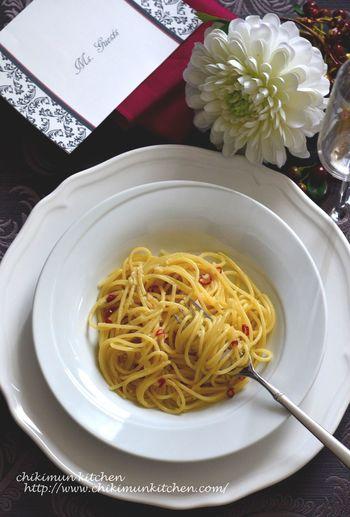 パスタの基本!にんにく・唐辛子・オリーブオイルで作るアーリオ・オーリオ・ペペロンチーノ。シンプルなのに味わい深い一品。にんにくが焦げすぎないようにご注意を。