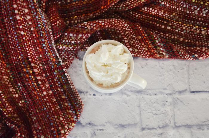 とろりとチョコレートを溶かしたココアや、ホイップが乗ったコーヒー。寒い日にはあったかくて、甘いものが飲みたくなりますよね。疲れている日は、なおさらです。