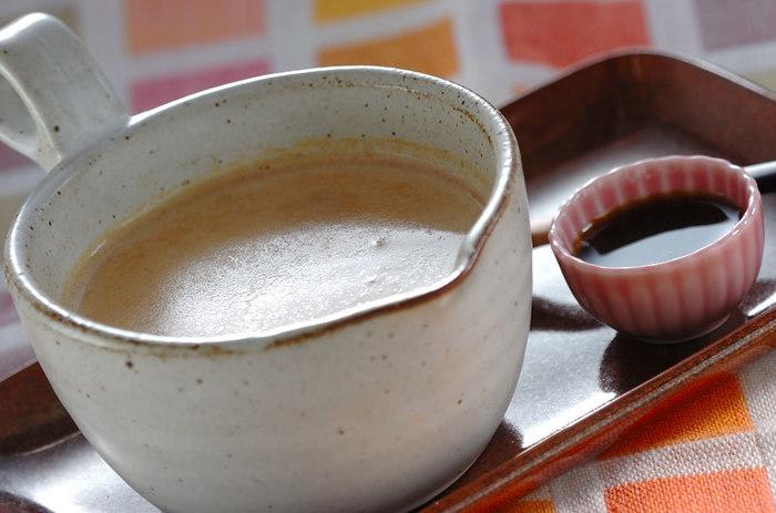 香ばしいきな粉が溶けた優しい甘さのミルクが身体に沁みます。黒みつを別添えにして甘さを調節するのも◎年配の方にも喜んでもらえそうな和のホットドリンクです。