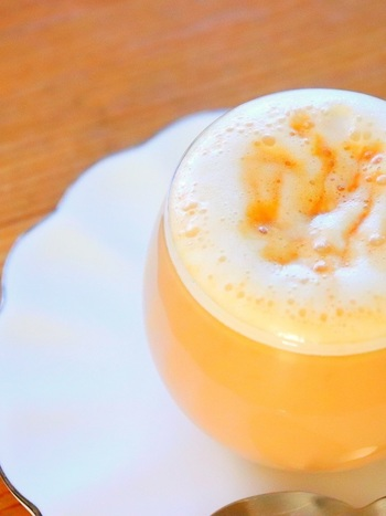 一杯につきキャラメル3粒使うという、キャラメル感たっぷりの甘いミルクティーは、市販のキャラメルを使うのでとっても簡単♪自分へのご褒美にいかがでしょう?