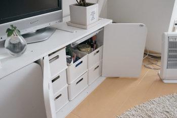 リビングでよく使うものはテレビ台に収納しておくと取り出しやすく片付けやすいです。