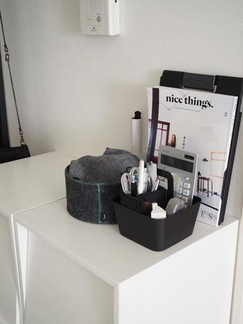 文房具や細々とした雑貨はケースに入れて置いておくと使いやすいですね。