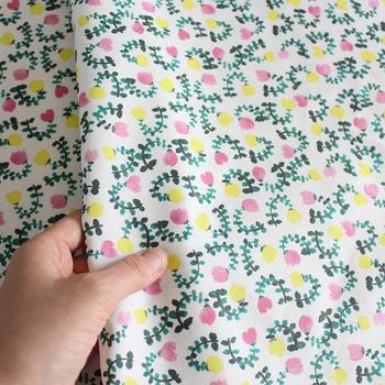 一方、小さな柄はどんな作品にもよく合います。巾着やペンケースなど、小ぶりの作品でもデザインが映えますよ。