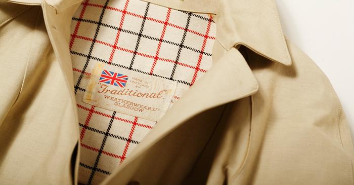 Traditional Weatherwear(トラディショナル ウェザーウェア)は、イギリスの老舗ブランド「MACKINTOSH(マッキントッシュ)」のカジュアルラインとして2007年にスタートしたブランドです。人気のトレンチコートやキルティングジャケットをはじめ、カットソー・ボトムス・ワンピースなど、英国らしいベーシックなデザインのカジュアルウェアを提案しています。