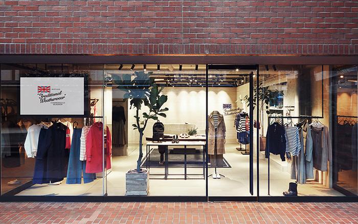 東京・南青山のフラッグショップをはじめ、北海道から九州まで日本全国にTraditional Weatherwearの取扱店があります。冬のトラッドスタイルにぴったりな「チェックの小物」を探しに、さっそくお店を訪れてみませんか?各ショップの情報は、以下のリンク先のページでぜひチェックしてみてくださいね。
