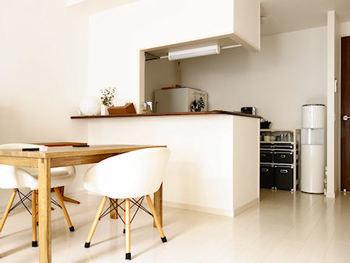 カウンターキッチンは、リビング・ダイニング(LD)空間を区切るようにして設けられているカウンタータイプのキッチンをさします。  LD空間を仕切る壁がない、「オープンカウンターキッチン」というタイプもありますよ。