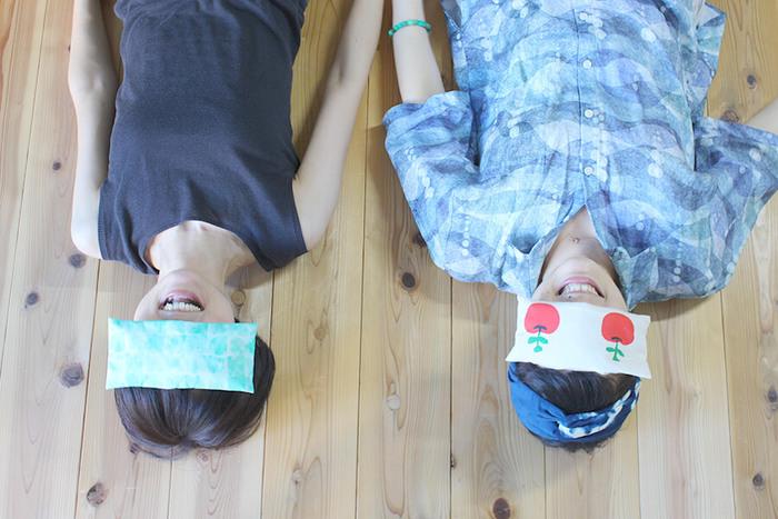 疲れ目をじんわりほぐしてくれる、小豆入りのアイピロー。長方形に縫うだけなので、初心者さんでも簡単に作れます。