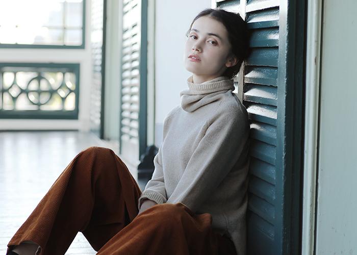 こっくりとした光沢感がすてき。「コーデュロイ」で上品な冬スタイルを楽しもう♪