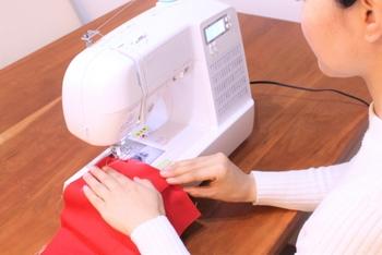 真っ直ぐ縫うだけの布小物は、ミシンに不慣れな人にもおすすめのアイテム。普段使いにぴったりの、可愛い作品を手作りしてみましょう!