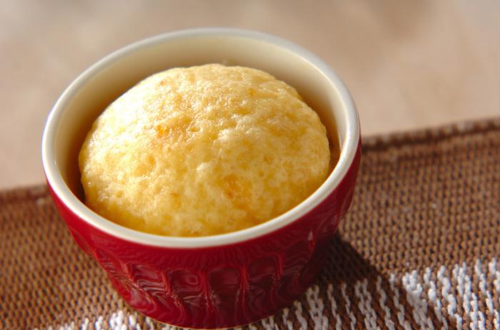 柚子ジャムをパン生地に混ぜ込んだふわふわの蒸しパン。柚子の綺麗な色が食欲をそそります。他のジャムでも代用可能なので、色んな種類を作ってみてはいかが。