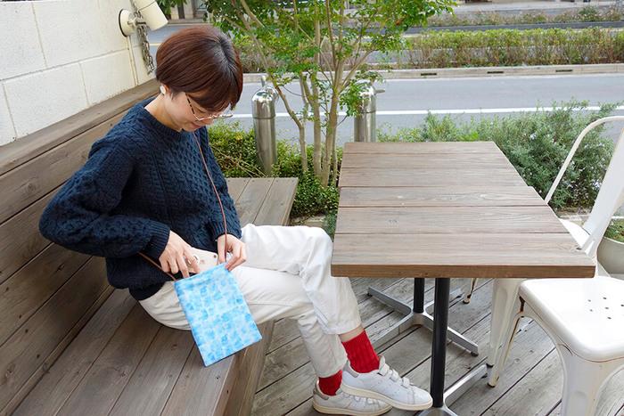 手が込んでいるように見えるハンドメイド品にも、実は直線縫いだけで作れる物がたくさんあります。お気に入りの布地を使って、ぜひオリジナルの布小物を手作りしてみて下さいね!
