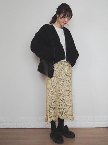 年末の特別なイベントの時くらい、いつものニットにレディなスカートを合わせてよそゆきスタイルに♪レースアイテムは、格段に女子力がアップするので、気分も上がりますよ!