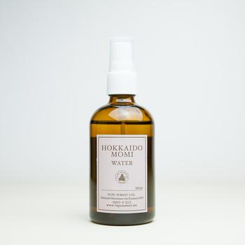「北海道モミウォーター」は北海道モミ芳香蒸留水100%の化粧水。精油よりも作用が穏やかで、シンプルなお手入れができるので、肌が弱っているときにも安心して使えます。このほか、シラカバ、エゾヨモギの化粧水も。