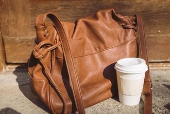 一番長い時間を一緒に過ごすと言ってもいい通勤バッグ。お気に入りは見つかりましたか? その日の気分や通勤スタイル、仕事のシーンに合わせて色んなバッグを持っておくのはいかがでしょうか。 通勤も仕事中も気分をあげてくれるバッグと一緒に、自分らしいオフィススタイルを楽しくしてくださいね。