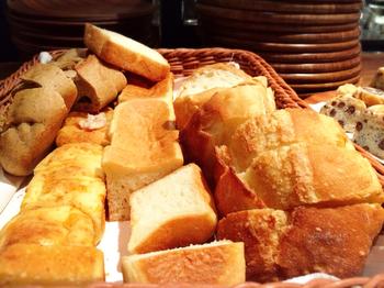 ひとつひとつ、独自の製法でこだわって焼き上げられたパンは、そのまま食べてもとっても美味しいんですよ。