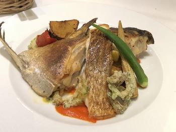 毎日の仕入れによってメニューが変わりますが、三崎漁港直送のお魚はとくにおすすめ。焼き加減もちょうどよく、お肉ではなく、お魚のチョイスでもお腹がいっぱいになるんですよ。