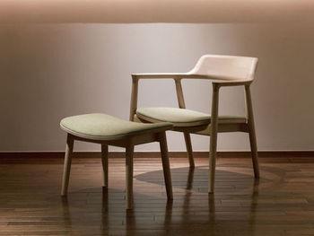 こちらのHIROSHIMAラウンジチェアは洗練された美しいデザインが特徴的。コンセプトである「世界の定番」を目指してつくられた椅子のひとつです。 流れるようにやわらかいフォルムは、洋風のインテリアはもちろん、和テイストにも似合う不思議な魅力を感じます。   アフター保証は例外もありますが、基本3年です。