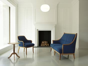 マルニ木工は、広島県広島市の家具メーカーです。創業は1928年。長く長く愛用しているファンが多く、80年前の家具の修理依頼がくることもあるそうです。