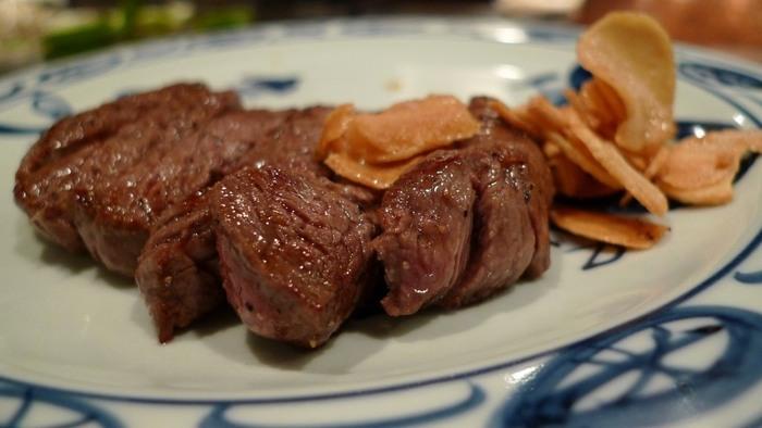 お肉はとても柔らかく、口の中で肉汁がふわ~っと広がります。お値段もリーズナブルで、ランチなら1,080円から食べることができるので要チェックです。お財布にも優しくお腹も満たされて、言うことなしですね。