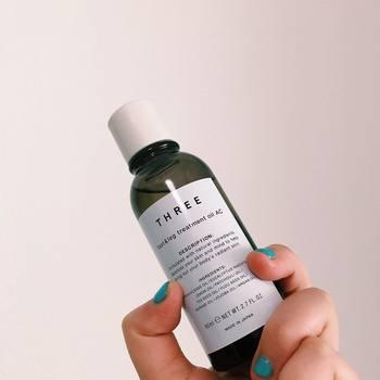 オイルを使ってマッサージをすることで、肌の刺激となる摩擦を軽減してくれます。また、足専用のフットオイルは、マッサージしやすいようにオイルの粘度が調節されているものがほとんど。無香料はもちろん、リラックス効果を誘う香りのものまでさまざまな種類がありますので、お好きな香りからオイルを選んでも良いですね◎
