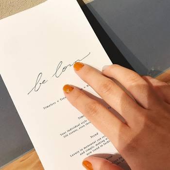 爪や指先が美しい女性に憧れませんか?毎日使う指なのに美しくお手入れされている指先を見ると女性らしさを感じられます。指先や爪を美しく保つためのケアもオイルが活躍してくれます。