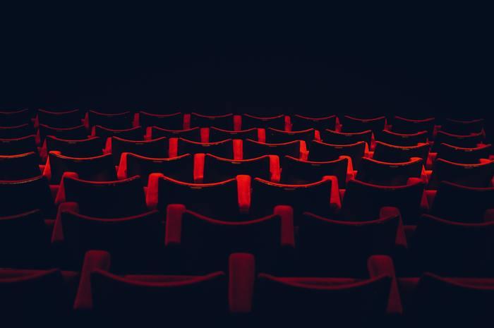 好きな映画のジャンルは何系ですか?恋愛映画が好きな方は、理想と現実にギャップを感じていて、恋愛映画を観ている間は甘いキモチに浸っていたいという願望をもっています。アクション系が好きな方は、観ることでスカッとする部分が多く、無意識にストレスを発散できています。ホラー映画を好む方は、何か強い不安感やストレスを抱えている傾向にあります。ホラーのあり得ない表現を観て、強い刺激を得ようとしている状態です。また、ヒューマン系の映画なら、日々を丁寧に真面目に生きようとしているタイプです。あなたは最近、どんなジャンルを観ていますか?