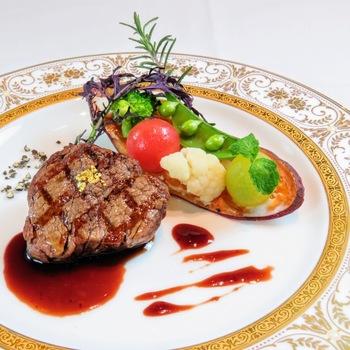 パスタランチにメイン料理をプラスできる「BIS-TRIAランチコース」もおすすめ。短い期間に料理内容が変更されるので、いつ訪れても新鮮な味わいに出合えます。