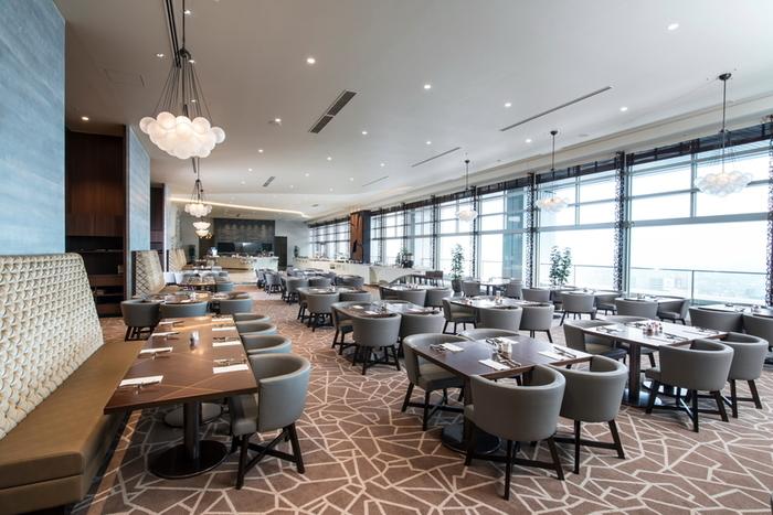 名古屋マリオットアソシアホテル15階にある「パーゴラ」は、美しい景色とともにシェフ自慢の料理をお腹いっぱいいただくことができます。