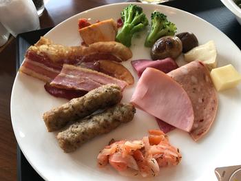 料理の内容は季節に応じて変わるので、新しいメニューに出合える楽しみもあります。和食から洋食、中華までバラエティ豊かなメニューをぜひご堪能あれ。