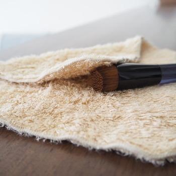 しっかりとタオルで水気を切りましょう。水分が残っていると、雑菌が繁殖する原因になります。
