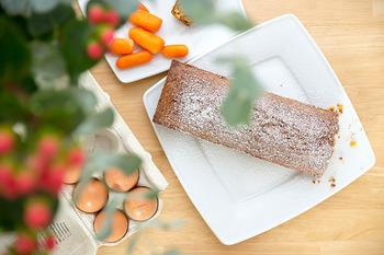 クリームがのったおしゃれな姿♪ギフトにもおすすめの「キャロットケーキ」レシピ
