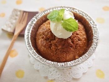 カップケーキ型が可愛いキャロットケーキは、焼きあがった翌日のほうが生地がしっとり落ち着いて美味しくなります。にんじんの水分によって生地の状態が変わってくるので、焼き時間はこまめに調整するのがポイントです。