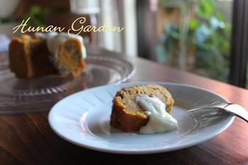 クグロフ型で焼き上げたキャロットケーキは、おもてなしにも活躍しそうな可愛らしさ。アイシングやクリームを加えて、お気に入りのお皿で頂きましょう♪