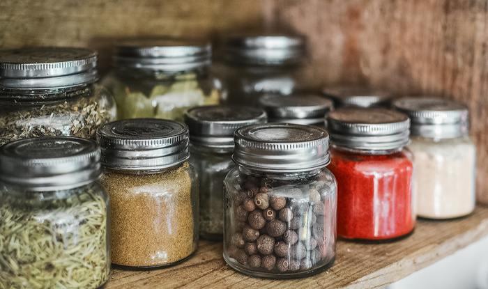 自分で作ることとなると、使ったことのない新しいスパイスや、食材などに出会える可能性があります。自分で作ることによって、外食する時にも様々な角度から食事が楽しめるようになります。
