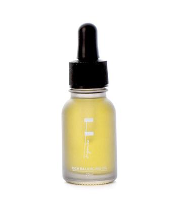 【F organics/リッチバランシングオイル】  スキンケア専用のオイル美容液はお肌に良いものだけを配合し作られているので、オイル美容初心者の方にはおすすめです。肌に良いとされている植物性のオーガニックオイルをバランスよく配合し肌にハリとツヤそしてたっぷりと潤いを与えてくれる、まさに美容のためだけに作られたオイルです。