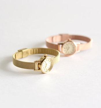 古き良き空気を纏ったクラシカルな腕時計がそろう「Fleur」。バンド部分がメッシュになっているので、華奢なシルエットが程よい上品さを生み出してくれます。