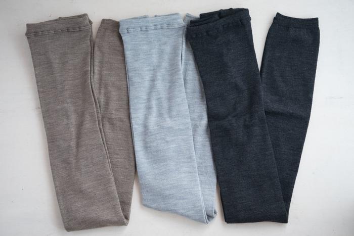 スカートやワンピースとの重ね着が楽しめるレギンスは、ウールをはじめとしたあったか素材にシフト!吸湿・発熱効果のある機能性素材にも注目です。
