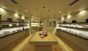 遠軽町内に本店があるほか、札幌市内では「丸井今井」など、新千歳空港内「クラフトスタジオ」でも取扱があります。新千歳空港には限定商品もありますよ。