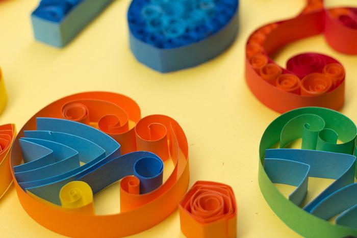 まずおさえたいのが基本パーツの「タイトサークル」「ルーズスクロール」「オープンタイトサークル」「ドロップ」の4種類。基本のパーツを少し変形させたりするだけで、こちらのような色んな形の組み合わせが作れますよ。