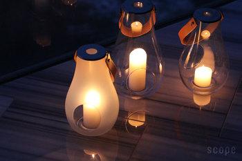 するりとしたシルエットと、透明感が美しいランタン。キャンドルを使って明かりを楽しむことができます。