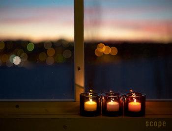日が落ちるのが早くなると、ちょっと寂しさを感じます。でも、その寂しさを温かさに変えてくれるのがキャンドルです。これからの季節はキャンドルの温もりを楽しむのにぴったりの季節。お気に入りのキャンドルに火を灯して、季節の楽しみを見つけよう。