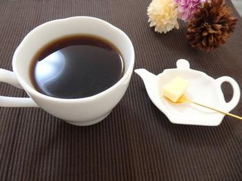 糖質オフをしている方は、フルーツなども気になりますよね。人気のバターコーヒーは満腹感を得られると評判です。ただし、糖質オフをしていない方には、ただの高カロリーな飲みものになってしまい、栄養不足&ダイエット効果は見込めないのでご注意を。